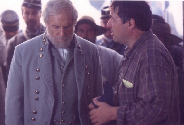 Ron Maxwell directs Robert Duvall in Gods And Generals